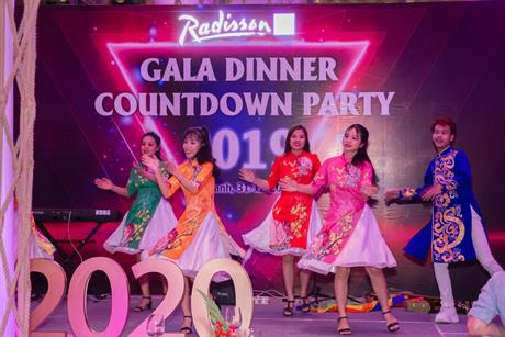 COUNTDOWN PARTY 31/12 RADISSON BLU CAM RANH_PERFORMING & LUCKY DRAW